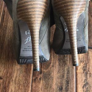 Max Studio Shoes - Max Studio size 10 slouch heels